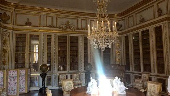 La fameuse bibliothque pice prfre de Louis XVI Picture of