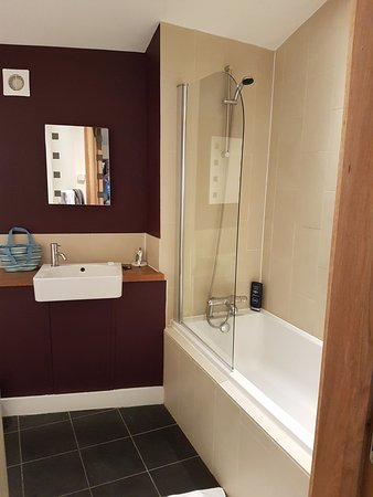 Forest Holidays Of Dean Gloucestershire Cabin 75 Bathroom