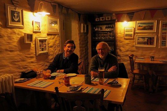 Newport -Trefdraeth, UK: Drinks before our meal