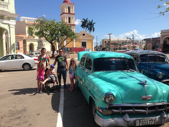 Heart of Cuba Tours: car and the church in behind