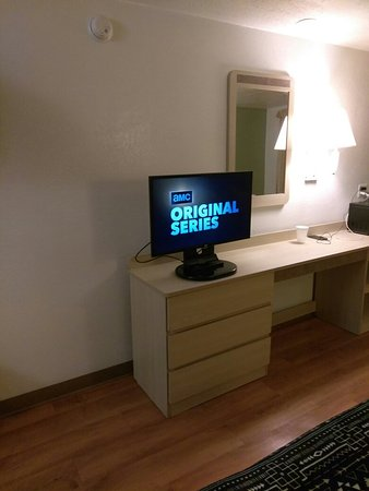 Motel 6 Baltimore West: Television and Dresser at Motel 6