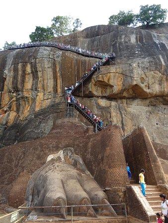 Citadel of Sigiriya - Lion Rock: Visitatori in fila