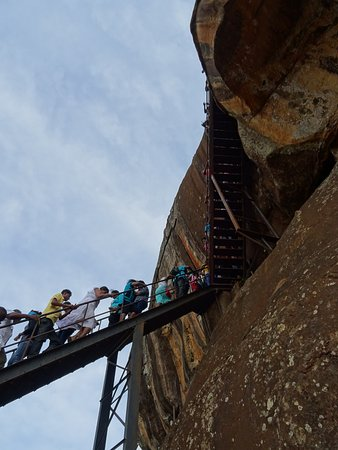 Citadel of Sigiriya - Lion Rock: Visitatori sulle scalette