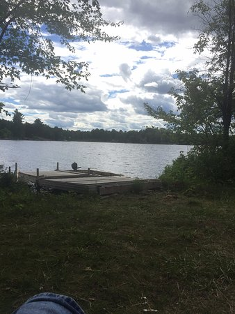Killaloe, Kanada: (Camping with a twist) public dock w/ boat rental