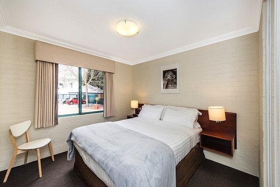Subiaco, Australien: New comfy beds, with lovely linen.