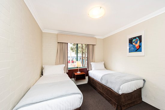 Subiaco, Australia: New comfy beds, with lovely linen.