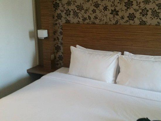 Strand Hotel: comfy bed
