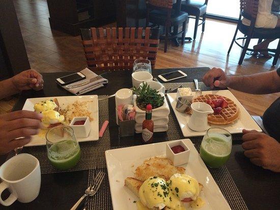 Westin Galleria Houston Hotel: Buen servicio en restaurant