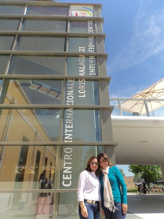 Reggio Emilia, Italien: Em frente ao Centro Internacional Malaguzzi