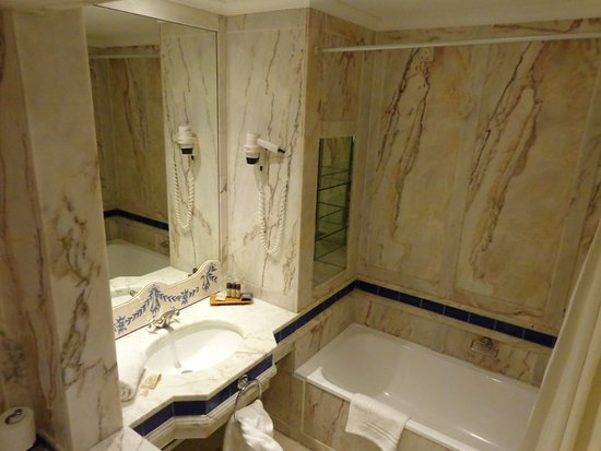 Mar d'Ar Muralhas: all the marble