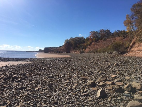 Canning, แคนาดา: view at low tide standing in Minas Basin accessible year round (during low tide)