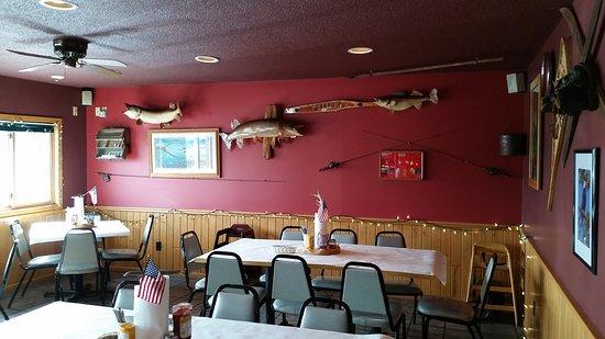 Hayward, Ουισκόνσιν: Dining area of the bar.