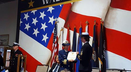 Флоренция, Орегон: USCG Captain Sharon Armstrong, Ret. Reading the Orders
