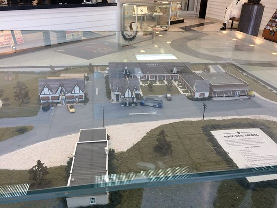 Corbin, KY: Model of original cafe, gas station, and Motor court.