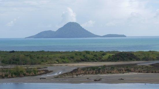 Whakatane, New Zealand: Whale Island taken from main land