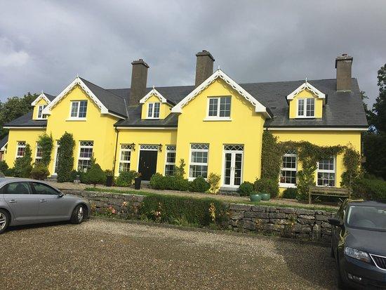 Ballyvaughan, Irlandia: Front view of Drumcreehy B&B