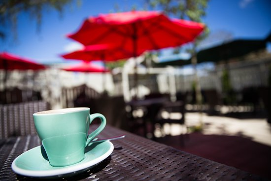 Greytown, นิวซีแลนด์: Sip your coffee in our sunny garden!