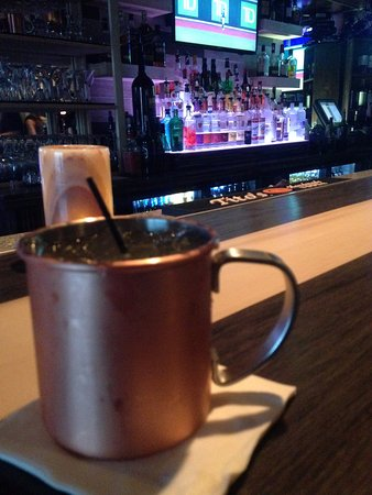 Hamburg, État de New York : Moscow Mule at the bar before dinner