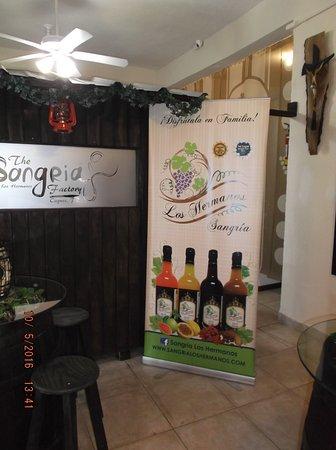 Caguas, Puerto Rico: Los Hermanos tasting area....
