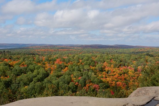 Algonquin Provincial Park, Kanada: view from cliff of the Lookout trail