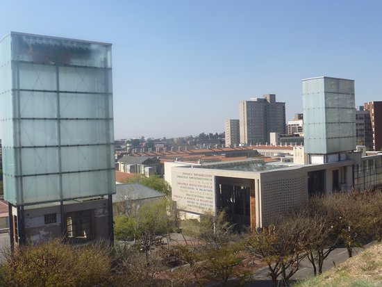 Ekala Eco Tours - Day Tours: Constitution Hill and Constitution Court