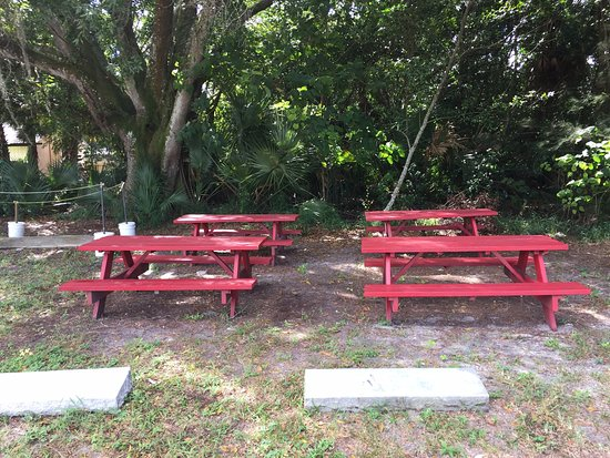 Red Wagon BBQ: Red Barn BBQ Picnic Bench Seating   1018 E Magnolia Street,