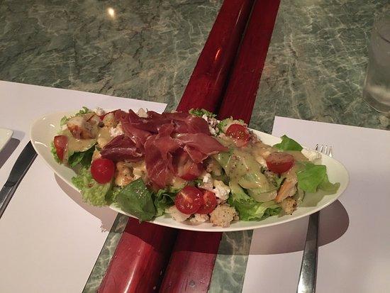 TrocaderO: October 19, 2016 martini, menu, salad, chicken and fillet.