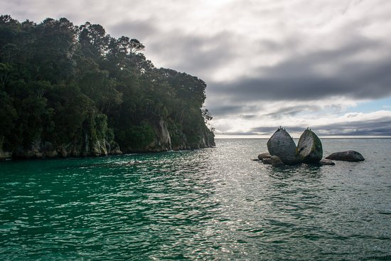 Abel Tasman National Park, Nouvelle-Zélande : Split Apple Rock