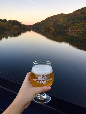 Brattleboro, VT: Beer with a view!