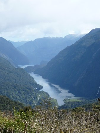 Manapouri, نيوزيلندا: Bird-eye view of the Sound