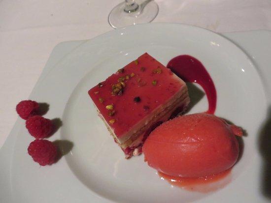 Noves, Francia: Delicious dessert.