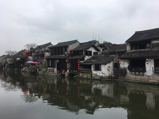 Jiashan County, Chine : Inn's with view over the river - charming