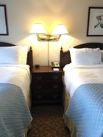 Whitefield, Nueva Hampshire: Cozy, but comfortable rooms & gorgeous location.