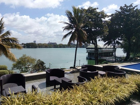 Cinnamon Lakeside Colombo: Amazing Lake side view from the Hotel