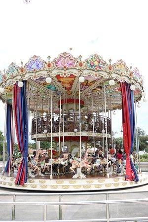 Kampong Jerudong, Brunéi: The two tier carousel