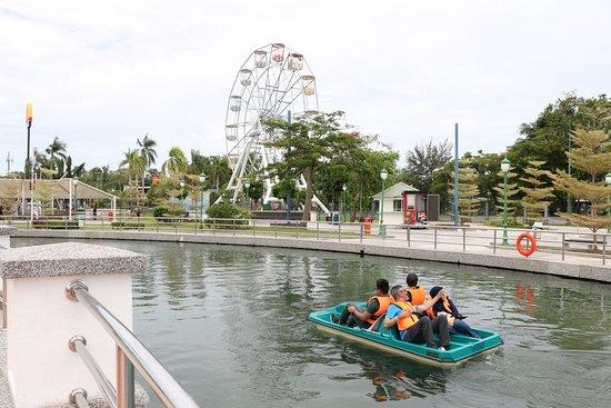 Kampong Jerudong, Brunéi: Paddle boat for 4