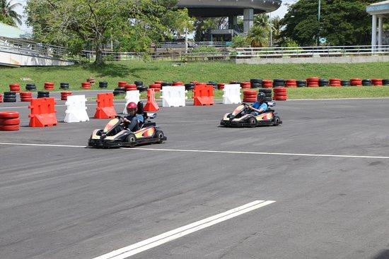 Kampong Jerudong, Brunéi: Full speed ahead