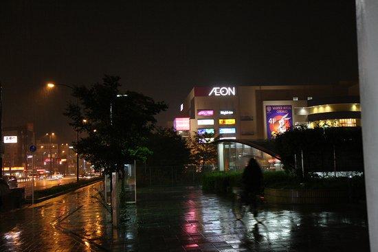 Moriguchi, Japón: 對面就是AEON賣場