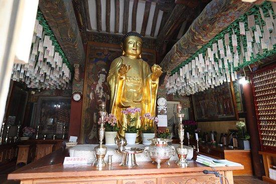 Bunhwangsaji (Bunhwangsa Temple Site): Bunhwatgsa temple - Buddha with medicine box