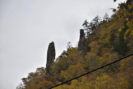 Higashikawa-cho, Japón: 見返りの岩:駐車場より