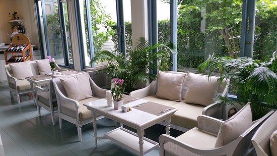 Devasom Hua Hin Resort: Cozy Indoor Breakfast Premises
