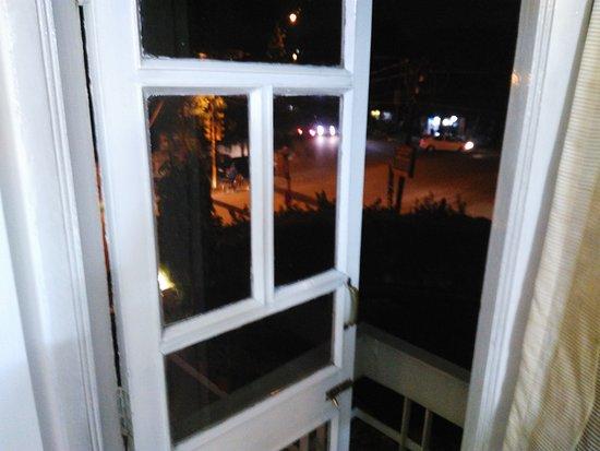 Hotel Shikha: Tiny Balcony