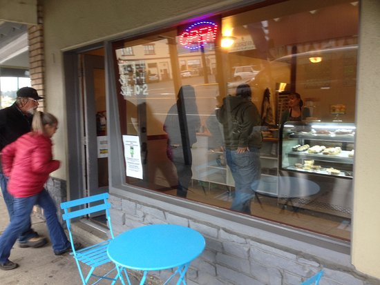 Cle Elum, WA: People arrive constantly