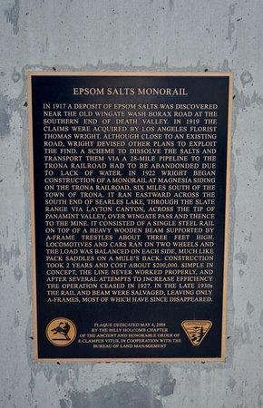 Trona, كاليفورنيا: John & Dennis Searles Wagon Routes Monument