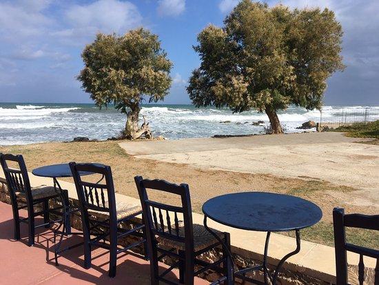 Stavromenos, Yunani: Wunderschöne Taverne, direkt am Meer. Modern, authentisch, lecker und günstig