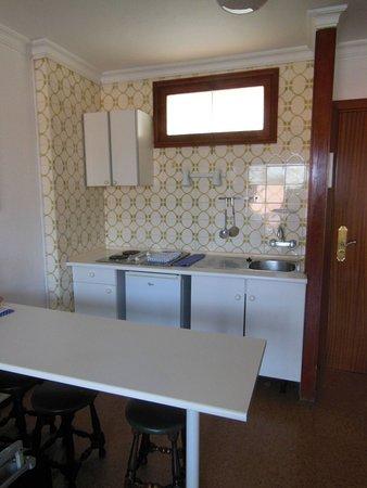 Los Aguacates: La cucina (appartamento non rinnovato)