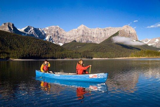 Kananaskis Country, Canada: Kananaskis Outfitters Canoe