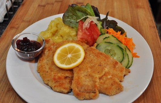 Levin, Selandia Baru: Vienna Style Schnitzel - Thursday Dinner Evening