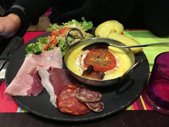 Bagneres-de-Luchon, Γαλλία: Camembert rôti, plus joli que bon...