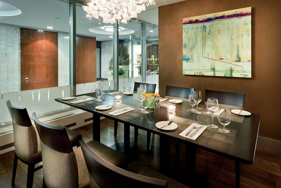 Holiday Inn Toronto Downtown Centre: The Chefs Table in the Carlton Restaurant